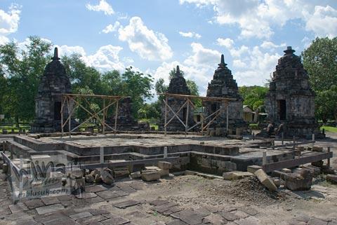 Foto Pondasi Pemugaran Candi Lumbung, Prambanan pada April 2009