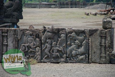 Foto Relief Rusak di Candi Prambanan pada 2009