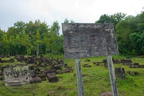 Foto Papan Peringatan di Situs Dawangsari, Sambirejo, Prambanan, pada bulan Februari 2009