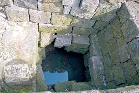 Foto lubang sumur situs Candi Gampingan, Piyungan, Bantul tahun 2008