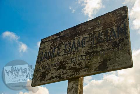 Foto papan petunjuk ke Candi Gampingan, Piyungan, Bantul tahun 2008