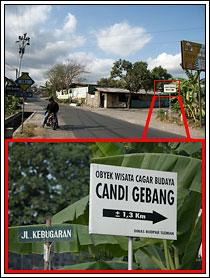 Foto papan petunjuk arah ke Candi Gebang di dekat minimarket tahun 2008