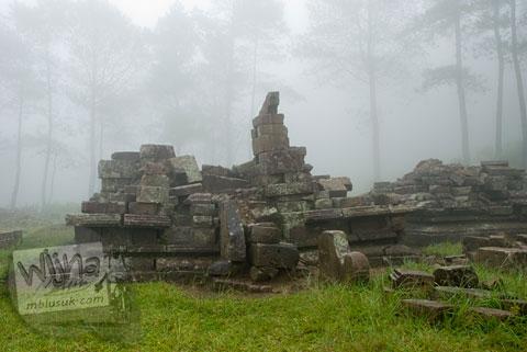 Foto reruntuhan candi perwara di Candi Gedong 4 di kompleks Candi Gedong Songo, Ambarawa Semarang, Jawa Tengah di tahun 2009