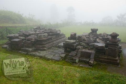 reruntuhan candi perwara di Candi Gedong 4 di kompleks Candi Gedong Songo, Ambarawa Semarang, Jawa Tengah di tahun 2009