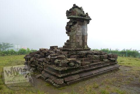 Foto reruntuhan candi perwara di Candi Gedong 5 di kompleks Candi Gedong Songo, Ambarawa Semarang, Jawa Tengah di tahun 2009
