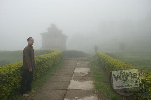 Foto Kabut Tebal di kompleks Candi Gedong Songo, Ambarawa Semarang, Jawa Tengah di tahun 2009