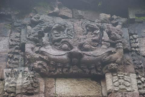 Ornamen Kala di pintu masuk Candi Gedong Songo, Ambarawa Semarang, Jawa Tengah di tahun 2009