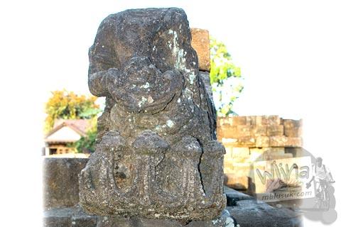 relief wanita ular kobra di situs Candi Gana, Bugisan, Prambanan di tahun 2008