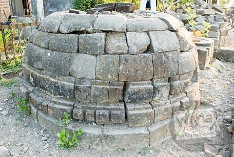 Stupa besar yang ada di situs Candi Gana, Bugisan, Prambanan di tahun 2008