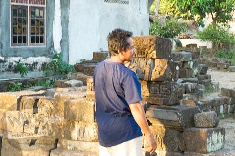 Warga Pak Lasmian yang tinggal di dekat situs Candi Gana, Bugisan, Prambanan di tahun 2008