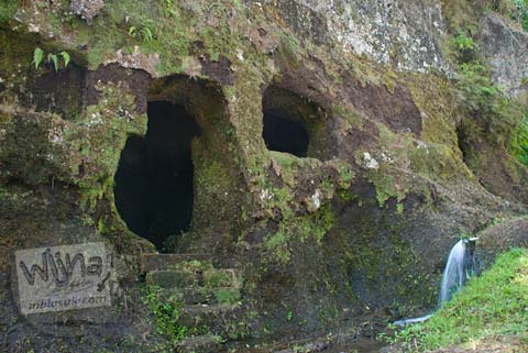 Foto gua meditasi purba di Candi Gunung Kawi, Gianyar, Bali tahun 2009