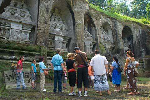 Foto turis asing di Candi Gunung Kawi, Gianyar, Bali tahun 2009