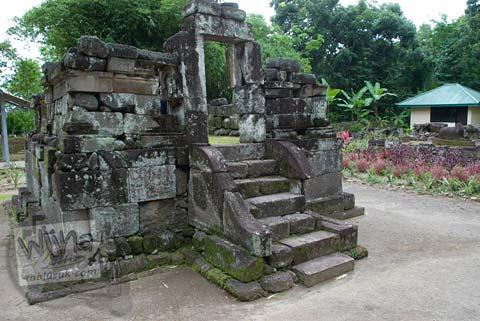 Foto bangunan candi perwara di Candi Gunung Wukir, Magelang, pada tahun 2008