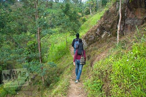 Medan perjalanan jalan setapak menuju Candi Kethek di Karanganyar Jawa Tengah