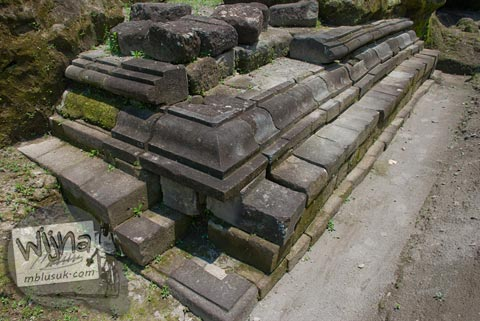 Foto sudut kaki Candi Kadisoka, Purwomartani, Kalasan, Sleman, Yogyakarta di tahun 2009