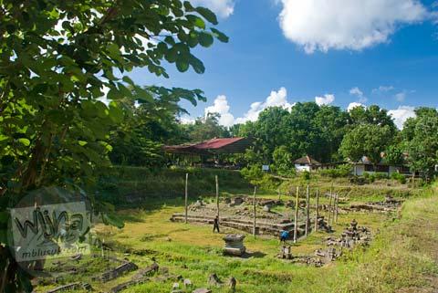 Foto Candi Kedulan, Kalasan, Yogyakarta saat kering pada Mei 2009