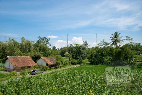 Pemandangan dari puncak Candi Asu Sengi di kecamatan Dukun, Magelang, Jawa Tengah pada April 2009