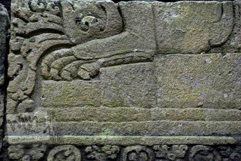 Misteri relief cakar hewan di Candi Lumbung Sengi, Dukun, Magelang, Jawa Tengah pada April 2009