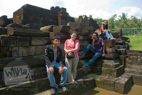 Berwisata di Candi Pendem Sengi, Magelang, Jawa Tengah di bulan April 2009