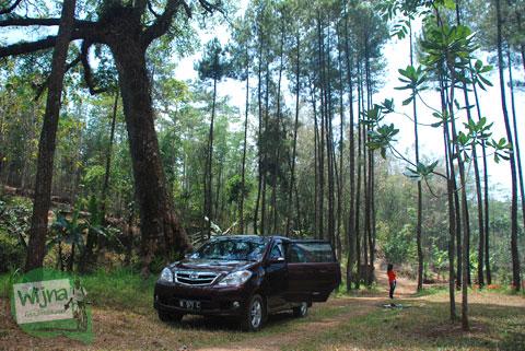 Lokasi parkir kendaraan pengunjung di Candi Sumberawan di Toyomarto, Singosari, Malang, Jawa Timur