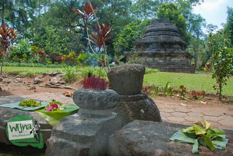Warga melakukan ritual pemujaan di Candi Sumberawan di Toyomarto, Singosari, Malang, Jawa Timur