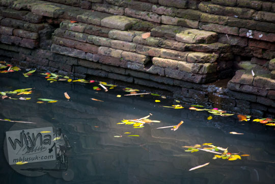 struktur batu bata kuno di pemandian watugede malang di tahun 2011