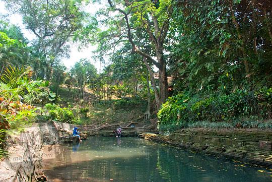 suasana bekas keputren kerajaan singosari bernama pemandian watugede yang ada di malang