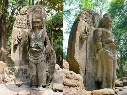 Wujud arca Agastya raksasa yang ada di Situs Arca Gupolo, Sambirejo, Prambanan, Yogyakarta zaman dulu di tahun 2008