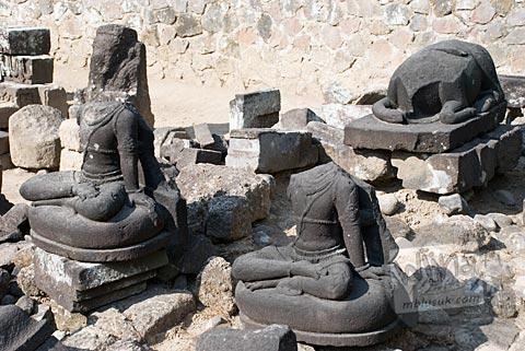 Foto arca-arca lain di situs Candi Merak, Karangnongko, Klaten, Jawa Tengah jaman dulu di tahun 2008