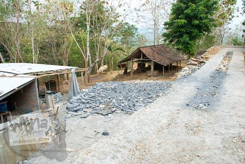 Foto rumah warga tempat parkir kendaraan menuju Situs Arca Gupolo, Sambirejo, Prambanan, Yogyakarta zaman dulu di tahun 2008