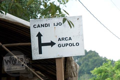 Foto papan petunjuk arah menuju Situs Arca Gupolo, Sambirejo, Prambanan, Yogyakarta jaman dulu di tahun 2008