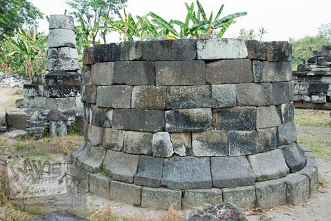 Foto reruntuhan stupa buddha yang ada di Candi Sojiwan, Kebondalem Kidul, Prambanan, Klaten, Jawa Tengah zaman dulu di tahun 2008