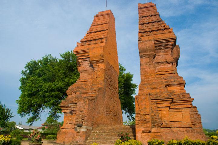 9 candi peninggalan kerajaan majapahit di indonesia yuk