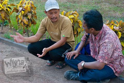 Pak Ahmad Yani petugas BP3 dan juru kunci candi-candi Majapahit di Trowulan, Mojokerto, Jawa Timur