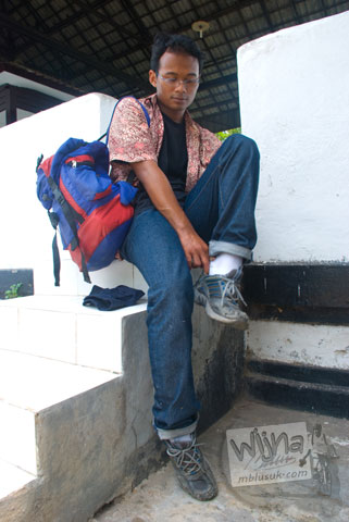 Rekan backpacking menyusuri candi-candi Majapahit di Trowulan, Mojokerto, Jawa Timur