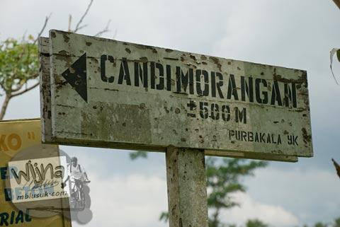 Foto papan petunjuk arah ke Candi Morangan, Sindumartani, Ngemplak, Yogyakarta di tahun 2009