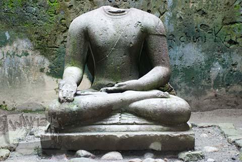 Foto arca buddha di bangunan induk Candi Ngawen, Magelang, Jawa Tengah tahun 2008