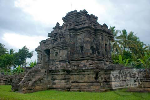 Foto bangunan candi buddha utuh di Candi Ngawen, Magelang, Jawa Tengah tahun 2008
