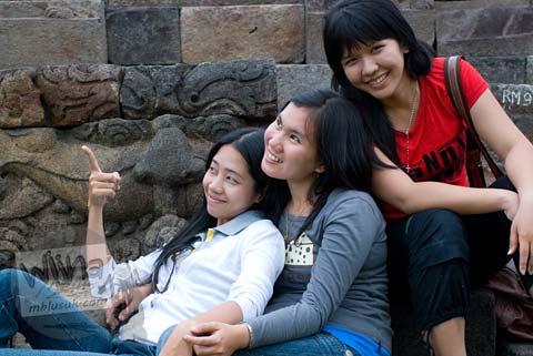 Foto model gadis cantik amoy berpose di Candi Ngawen, Magelang, Jawa Tengah tahun 2008