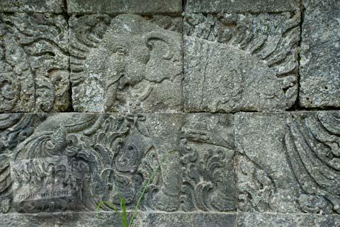 Foto relief gajah di Candi Ngawen, Magelang, Jawa Tengah tahun 2008