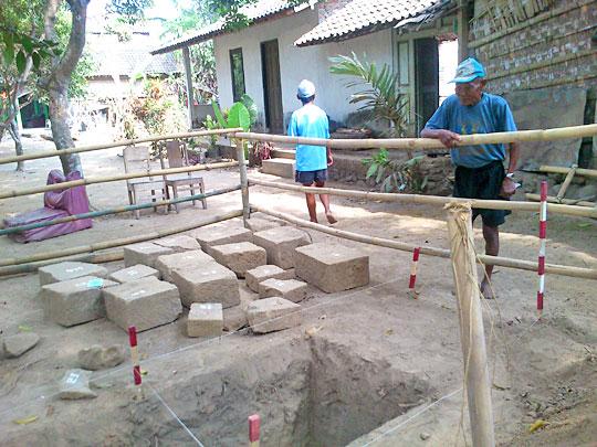kesaksian salah seorang warga Dusun Palgading yang halaman rumahnya merupakan lokasi penemuan peninggalan bersejarah Candi Palgading