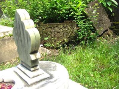 Arca di Kuburan Buddha di Proliman Kalasan Jogja