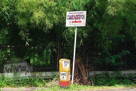 Papan petunjuk arah ke Candi Ngempon di Ungaran, Jawa Tengah pada tahun 2010
