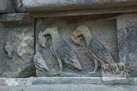 Foto relief burung di Situs Sendang Pitu, Cepogo, Boyolali, Jawa Tengah pada Oktober 2009
