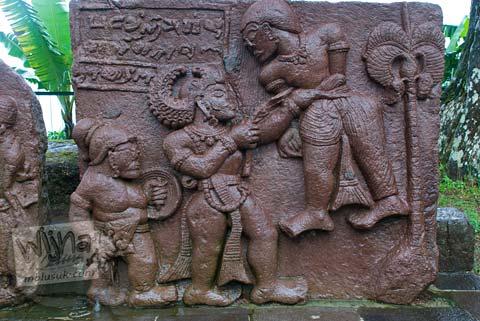 Foto Relief kisah bima di Candi Sukuh, Karanganyar, Jawa Tengah pada 2009