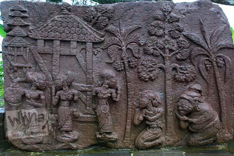 Foto Relief wanita di Candi Sukuh, Karanganyar, Jawa Tengah pada 2009