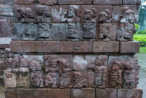 Foto Relief kurcaci di Candi Sukuh, Karanganyar, Jawa Tengah pada 2009