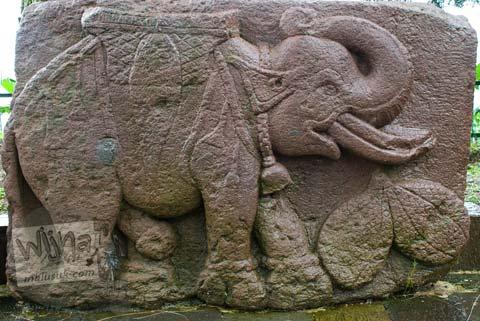 Foto relief gajah di Candi Sukuh, Karanganyar, Jawa Tengah pada 2009