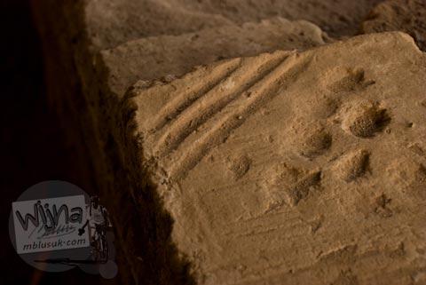 Bentuk batu bata unik di Situs Candi Kedaton di Trowulan, Mojokerto di tahun 2009