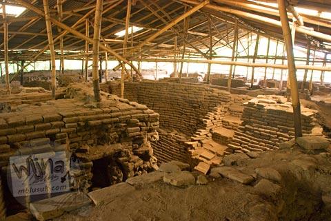 Pemandangan pemukiman kampung penduduk zaman Majapahit di Situs Candi Kedaton di Trowulan, Mojokerto di tahun 2009